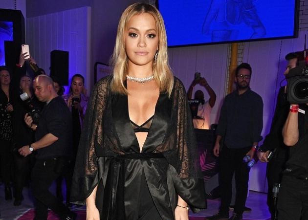Χαμός με την Rita Ora – Εμφανίστηκε με τα εσώρουχα σε επίσημο event! | tlife.gr