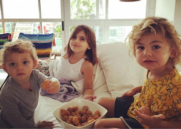 Είναι τα παιδιά πασίγνωστου μοντέλου! Μπορείς να μαντέψεις; | tlife.gr