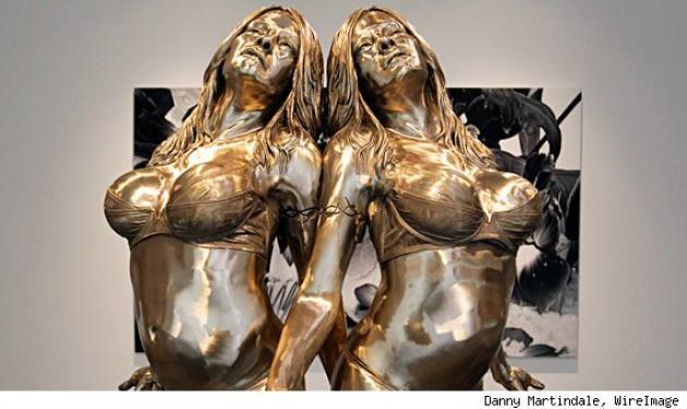 Χρυσό άγαλμα για την Pamela Anderson!   tlife.gr