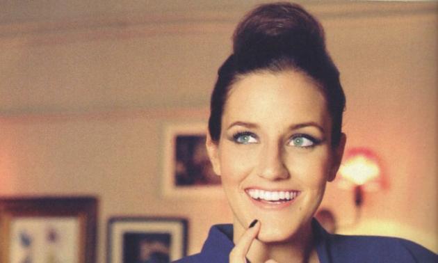 Η 27χρονη Νάρα είναι σχεδιάστρια και αδελφή του Χριστόφορου Παπακαλιάτη! | tlife.gr