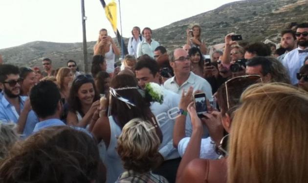 Όλο το νησί βρέθηκε στον γάμο της Κ. Παπουτσάκη και του Π. Πιλαφά! | tlife.gr