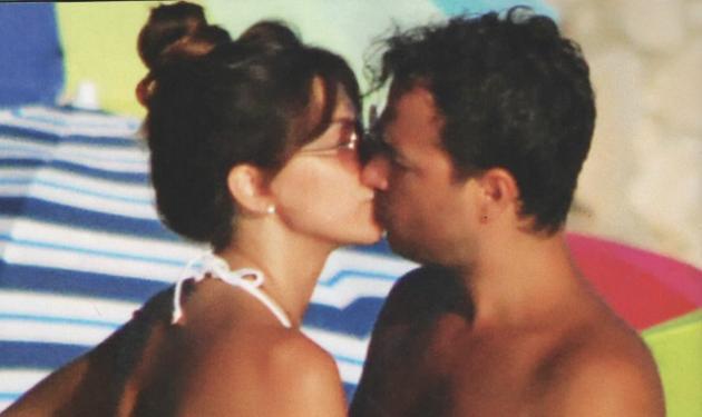 Κατερίνα Παπουτσάκη – Παναγιώτης Πιλαφάς: Καυτά φιλιά και διακοπές με τον γιο τους στη Δονούσα! | tlife.gr
