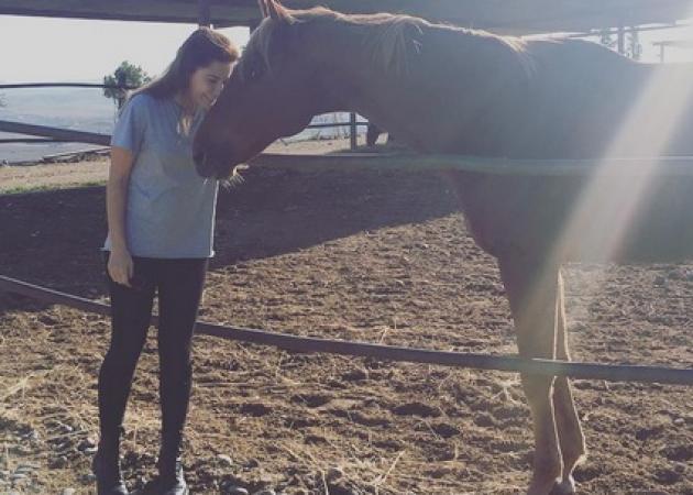 Κατερίνα Παπουτσάκη: Κάνει ιππασία στην Κύπρο! [pics,vid]