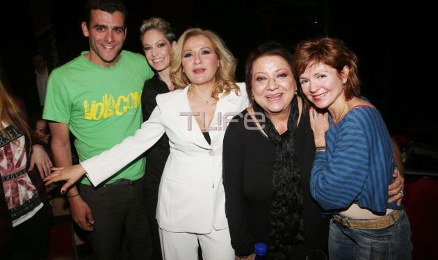 """Ρέα Τουτουνζή – Ταμίλα Κουλίεβα – Τζέσυ Παπουτσή: Οι """"φόνισσες"""" πήγαν στην μουσική σκηνή που εμφανίζεται η Μπέσυ Μάλφα! Φωτογραφίες"""