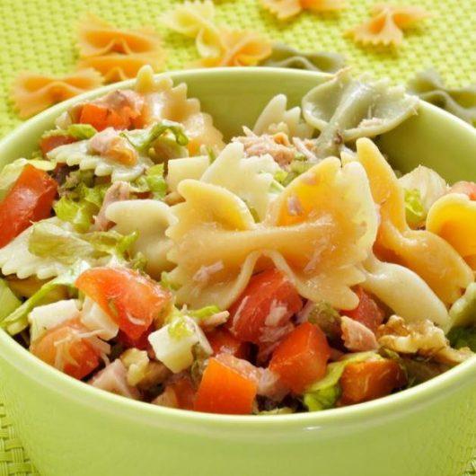 Σαλάτα με ζυμαρικά και μπέικον   tlife.gr