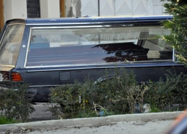Πάτρα: Χαμός σε κηδεία – Άνοιξαν το φέρετρο και τα έχασαν | tlife.gr