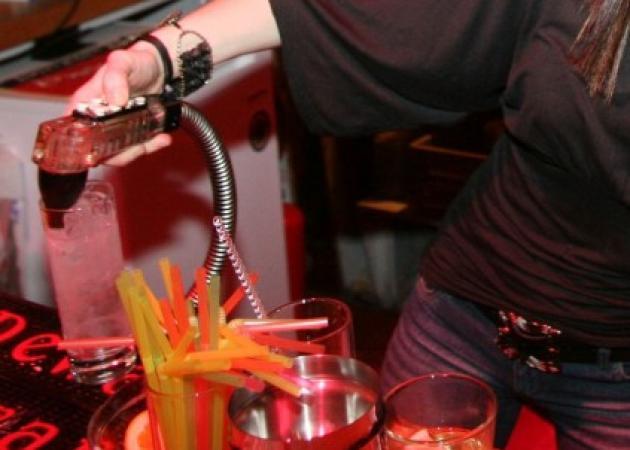 Σάλος στην Πάτρα με πολιτικό που… πέταξαν έξω από το μπαρ!