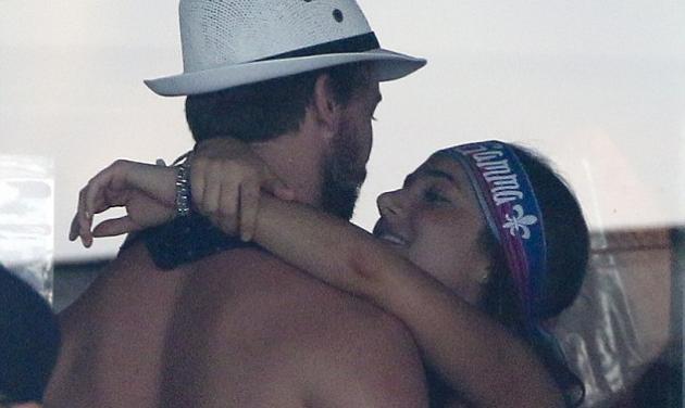 Oops! O αγαπημένος της Miley Cyrus, Patrick Schwarzenegger πιάστηκε αγκαλιά με όμορφη μελαχρινή! Φωτογραφίες