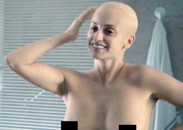 Αγνώριστη η Penelope Cruz! Xωρίς μαλλιά και γυμνόστηθη…