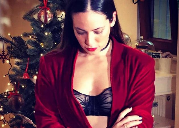 Μάντη Περσάκη: Ποζάρει με εσώρουχα μπροστά στο χριστουγεννιάτικο δέντρο | tlife.gr
