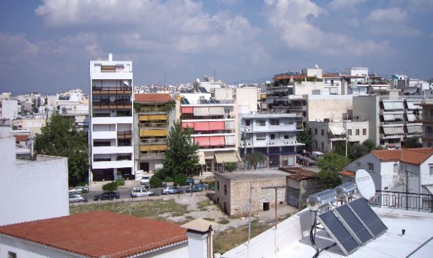 Η μητέρα έβλεπε το 7χρονο παιδί της να πέφτει από τον 7ο! | tlife.gr