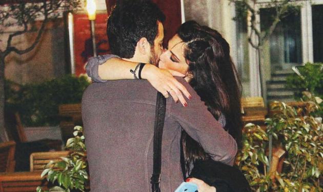 Κ. Παπουτσάκη – Π. Πιλαφάς: Καυτά φιλιά στη Θεσσαλονίκη!   tlife.gr