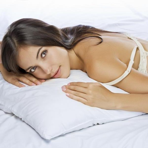 Έχεις σακούλες στα μάτια; Το μαξιλάρι σου φταίει! | tlife.gr
