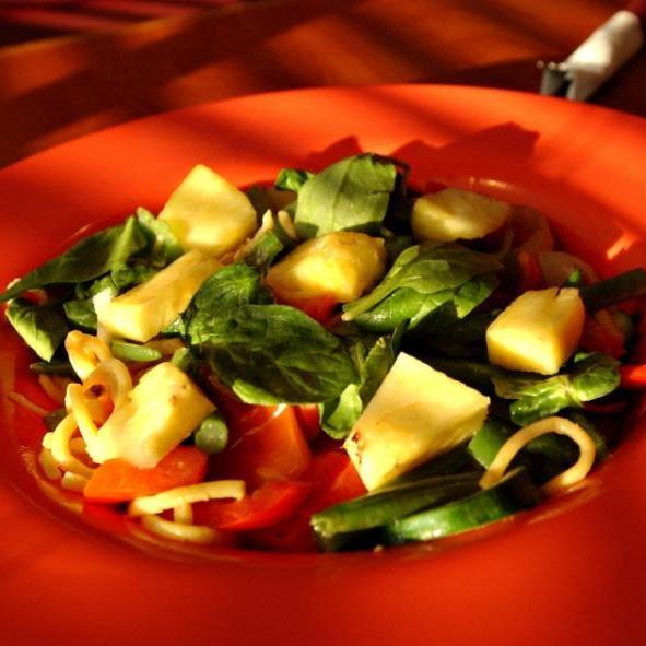 Σαλάτα σπανάκι-ανανά