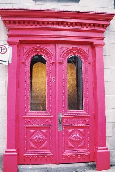 3   Η ρόζ πόρτα