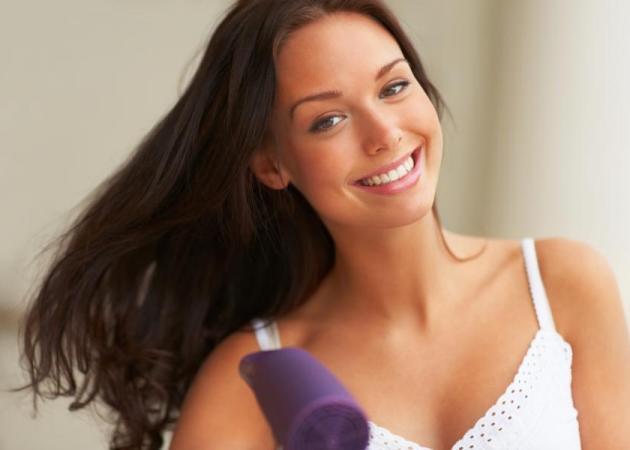 5 tips για να μην καταστρέψεις τα μαλλιά σου απ' το πιστολάκι!