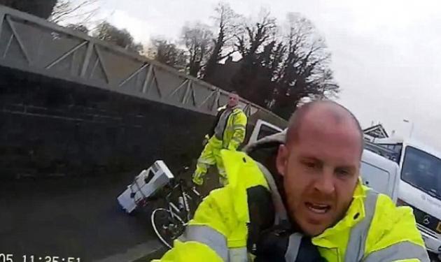 Ποδηλάτης παρασύρθηκε από βανάκι και στη συνέχεια ξυλοκοπήθηκε από τον οδηγό του! Βίντεο