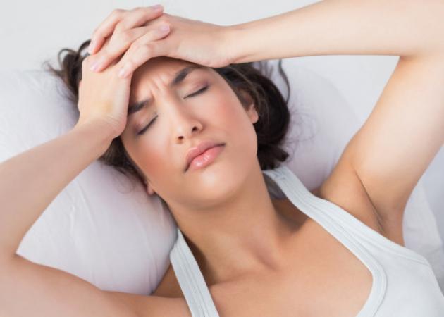 Πονοκέφαλος μετά τον ύπνο: ΟΛΕΣ οι πιθανές αιτίες για να τον αποτρέψεις | tlife.gr