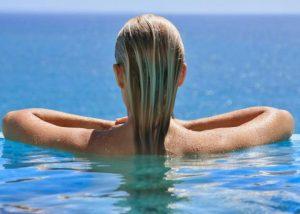 Mayday! Τα ξανθά μαλλιά μου πρασινίζουν στην πισίνα!