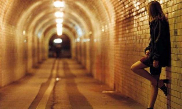 Σάλος στην Πάτρα από την γυναίκα που εξωθούσε στην πορνεία 13χρονο κορίτσι!