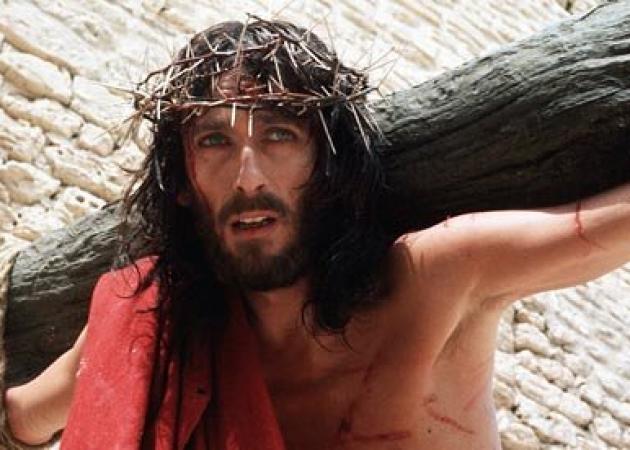 Ο Ιησούς από τη Ναζαρέτ: Η εξαντλητική δίαιτα του Robert Powell και το ατύχημα στη σκηνή της Σταύρωσης | tlife.gr
