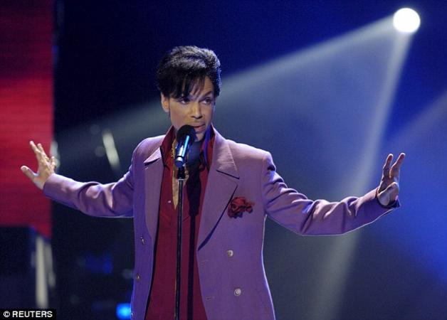 Prince: Θρίλερ με τον τραγουδιστή – Αναφέρεται θάνατος στην έπαυλή του | tlife.gr