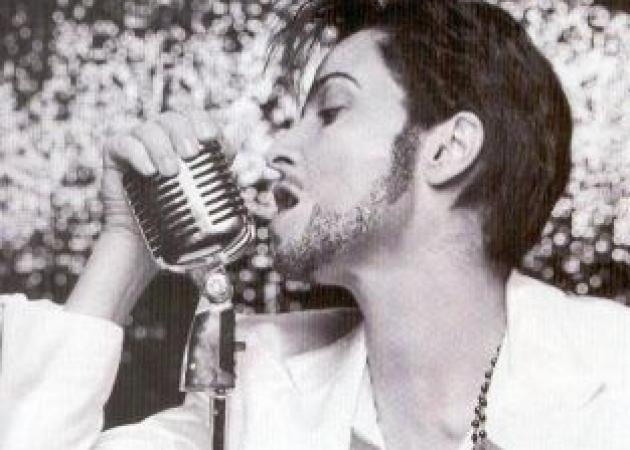 Ποια Ελληνίδα τραγουδίστρια μεταμορφώθηκε σε Prince σε video clip της; | tlife.gr