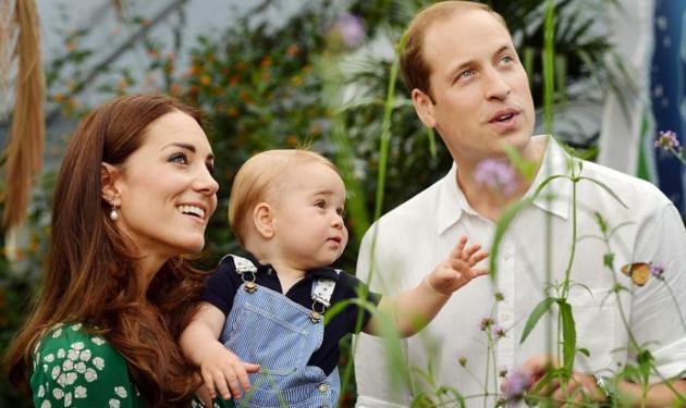 Τα παιχνίδια του πρίγκιπα George με τους γονείς του! | tlife.gr