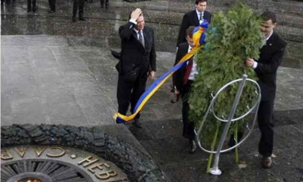 Ο πρόεδρος που έφαγε..το στεφάνι στο κεφάλι! | tlife.gr