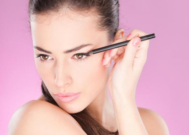 Πώς να μετατρέψεις το πρωινό μακιγιάζ σε βραδινό με ένα μολύβι!