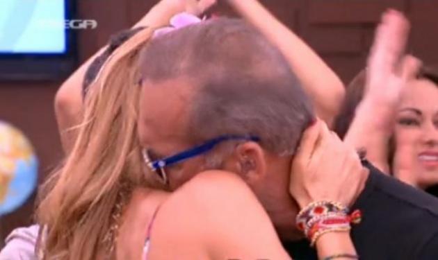 Έκλαψε στην αγκαλιά της Μπαλατσινού ο Κωστόπουλος στο φινάλε της εκπομπής!