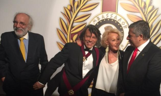 Ηλίας Ψινάκης: Παρασημοφόρησε 37 πρέσβεις σε μια εντυπωσιακή βραδιά στο Μαραθώνα! Video και φωτογραφίες   tlife.gr
