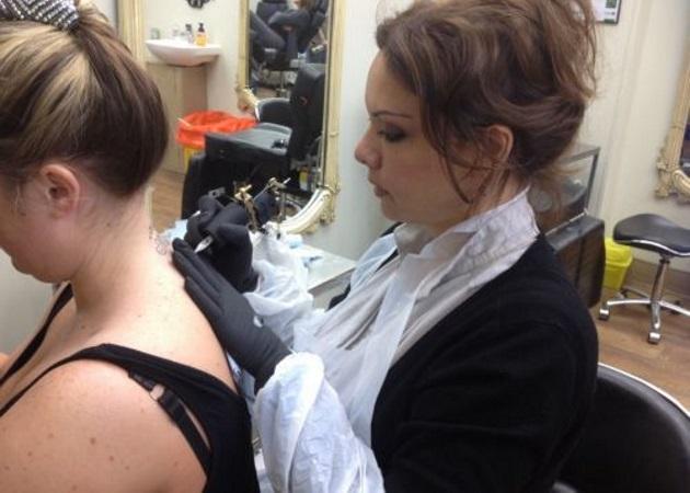Παίκτρια ελληνικού reality έγινε tattoo artist! | tlife.gr
