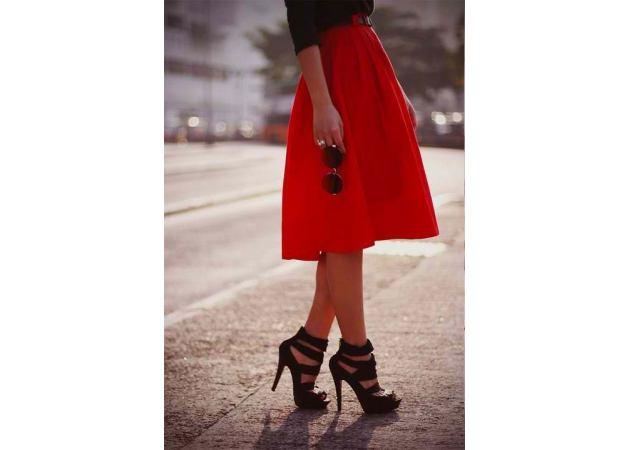 Tαιριάζει το μαύρο με το κόκκινο; | tlife.gr