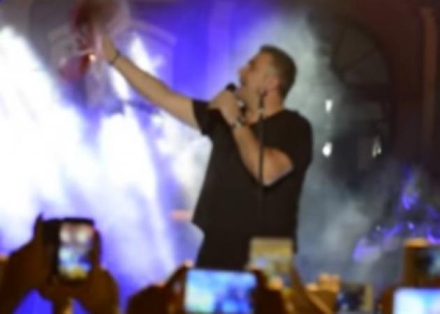 Σέρρες: Η ατάκα του Αντώνη Ρέμου για τον Καραμανλή κατά τη διάρκεια συναυλίας – Δες το βίντεο! | tlife.gr