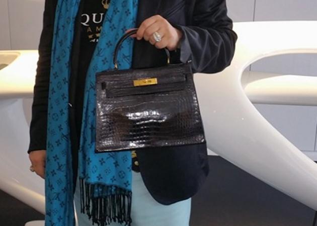 Ποιος γνωστός Έλληνας μάνατζερ αγόρασε συλλεκτική τσάντα HERMES αξίας 53.000 ευρώ; Φωτογραφίες