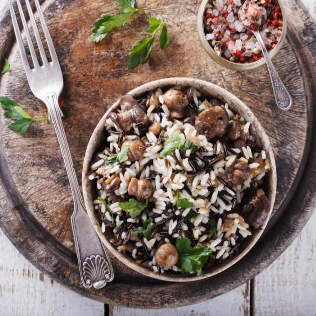 Ρύζι τηγανητό με μανιτάρια και κουκουνάρια