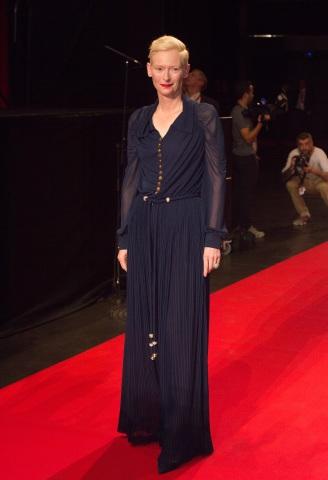 Η Tilda Swinton με Chanel   tlife.gr