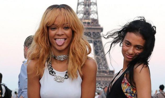 Οι… σκανδαλιάρικες πόζες της Rihanna μπροστά από τον πύργο του Άιφελ! | tlife.gr