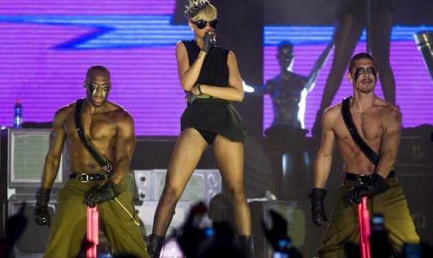 Πάω Rihanna το βράδυ! | tlife.gr