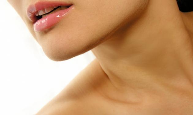 Η λύση για τις ρυτίδες στον λαιμό την οποία δεν έχετε ξανακούσει | tlife.gr