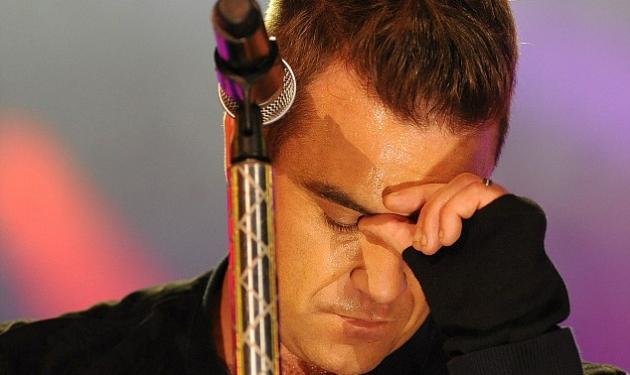 Ο Robbie Williams ξέχασε τα λόγια του στη σκηνή! | tlife.gr