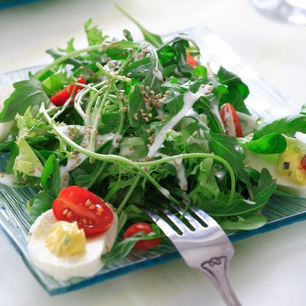 Σαλάτα ρόκα μοτσαρέλα και κρουτόν