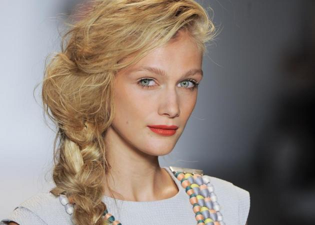 Κατεστραμμένες πλεξίδες! Το trend που αγαπούν stars και hair stylists!   tlife.gr
