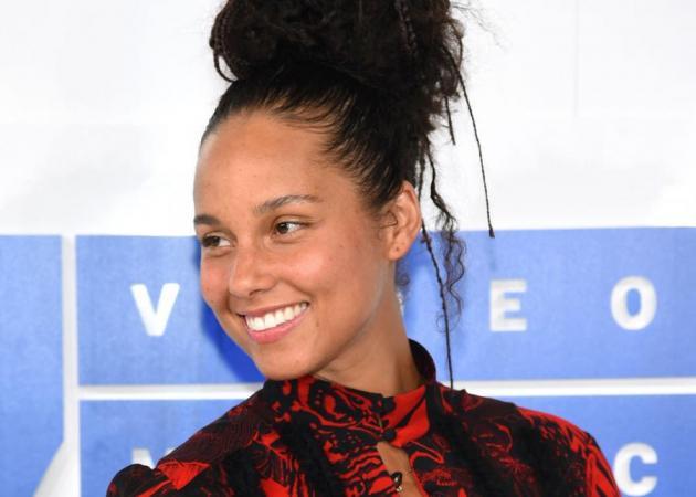 """Alicia Keys: """"Μου πήρε μια ζωή να αποκτήσω αυτή την επιδερμίδα!"""""""