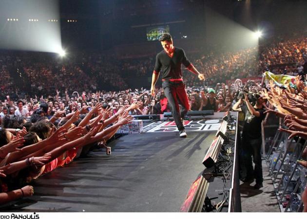 Σάκης Ρούβας: Τι φόρεσε στα μουσικά βραβεία MAD;