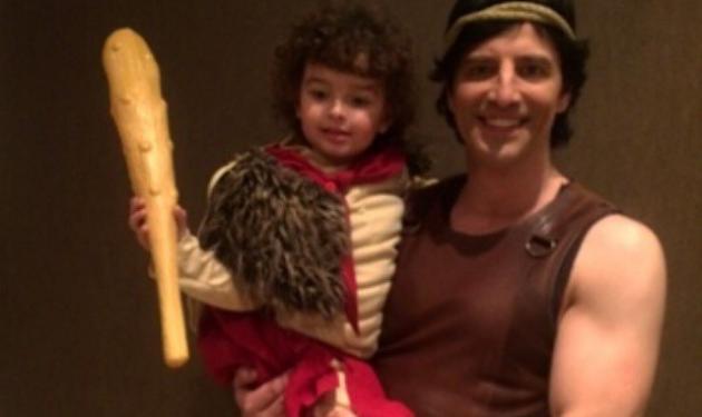 """Σάκης Ρουβάς: Ποζάρει αγκαλιά με τον μικρό """"Ηρακλή""""!"""