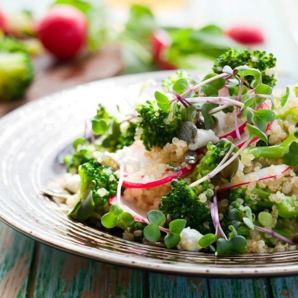 Σαλάτα μπρόκολο με γλιστρίδα και κινόα