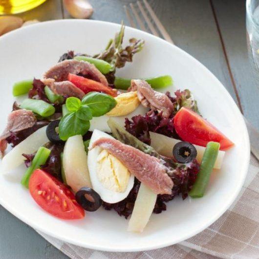 Μεσογειακή σαλάτα με σαρδέλες | tlife.gr