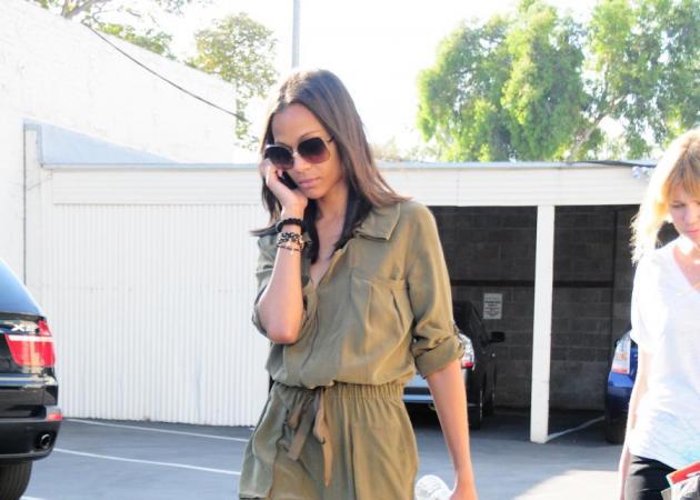 Tι τσάντα κρατάει η Zoe Saldana; | tlife.gr